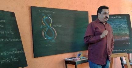 PEDRO MARTíNEZ NIÑO - En el 2006 se integra a la comunidad educativa de la Escuela Waldorf de Cuernavaca donde colaboró con la coordinación de Comunidad y Desarrollo y como miembro del Consejo de Padres y Maestros. A partir del 2011 ha colaborado en desarrollo organizacional y de programas del Centro de Antroposófico de México A.C. donde también ha participado en los cursos de formación Waldorf, en seminarios avanzados para maestros de AWSNA, administración Waldorf en el Center for Anthroposophy y en 2014 en el programa de Estudios de Antroposofía en el Goetheanum en Dornach, Suiza. Ha sido consultor en innovación con 25 años de trayectoria internacional. Investigador y director de proyectos en el European Design Center (Holanda), el Laboratorio Brasileiro de Design, la Incubadora de Empresas y el Centro de Diseño e Innovación del Tecnológico de Monterrey campus Morelos. Formado en Diseño Industrial con maestría en Mercadotecnia Integral por la Universidad Anáhuac.